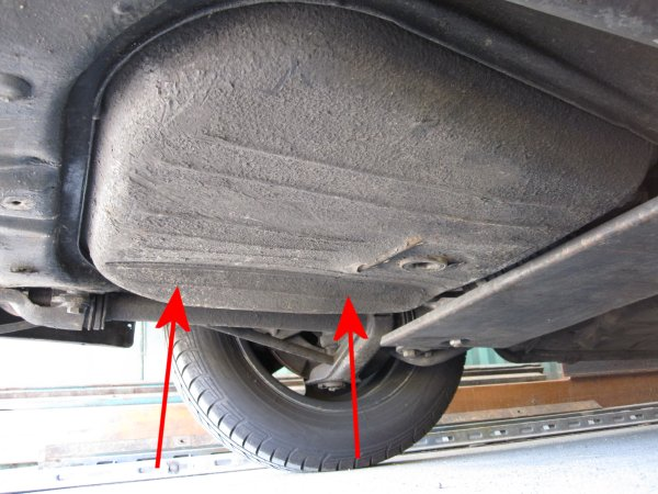 how to read car gas tank